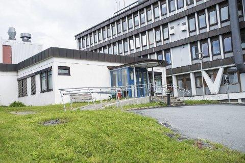 SENDT I RETUR: Paret fra Sandnessjøen mener Bjørg Solfrid Rausand ikke fikk den hjelpen de trengte i Narvik. Ei hel uke senere uhellet ble det konstatert brudd i ryggen, men da på sykehuset i Sandnessjøen. Foto: Andreas Haakonsen