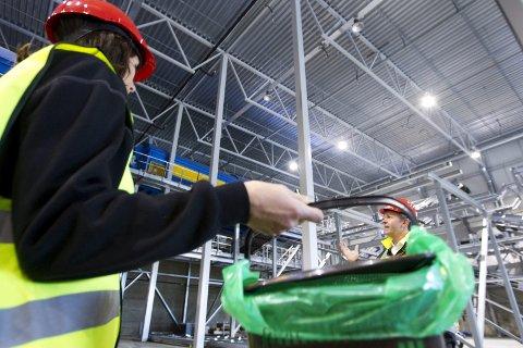 BIOGASS-ANLEGG: lisabeth Roman mener at HRS bør bygge et biogassanlegg. Lokasjonen bør bli Bjerkvik. Bildet er tatt på Romerike-. Der skal folk kildesortere matavfall i egne poserr og bruke et splitter nytt sorteringsanlegg på Skedsmokorset i januar, og de skal ha biogass- og biogjødselproduksjon.