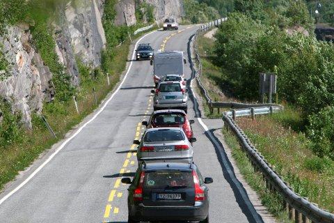 UNNGÅ KØ: Ved å kjøre på de litt mindre populære dagene kan bilferien bli mer behagelig og gå raskere. Illustrasjonsfoto