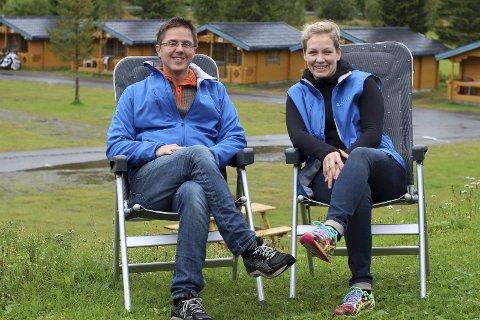 SENKER SKULDRENE: Ekteparet Ravn har avsluttet sin andre sommersesong som campingplassdrivere, og kan senke skuldrene litt. Til vinteren venter ikke bare jobb, men også en etterlengtet bryllupsreise. (Foto: Ann Kvanmo)