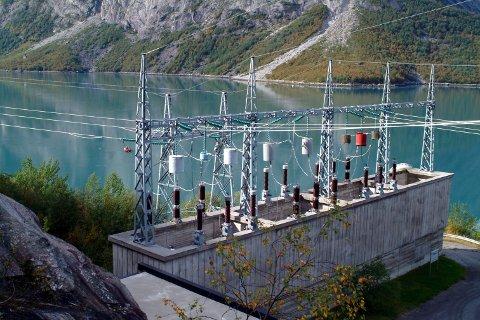 I kraftkommunen Narvik er det mye kunnskap om fornybar kraft. Skal kampen for et fornybarsenter vinnes, må den kampen tas av miljøet selv.