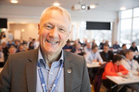Direktør Ole-Johnny Korsgaard i Harstadregionens næringsforening har samlet næringslivet i Harstad for blant annet å snakke om utbyggingen som vil skje på Evenes flystasjon.
