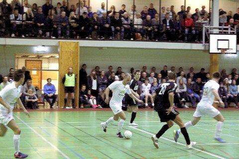 FUTSAL FÅR STARTE: Elitelagene i futsal, her arkivbilde fra tidligere kamp i Ankeneshallen, får starte opp uten at enmetersregelen gjelder.