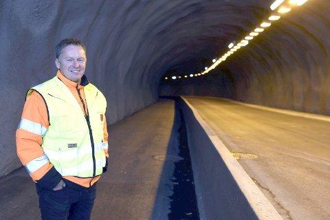 FERDIG: Nå kan gående og syklende benytte seg av tunnelen mellom Frydenlund og Malmporten handelspark. Enhetsleder for vei og park vet ikke når biler slipper til.Foto: Frode Danielsen