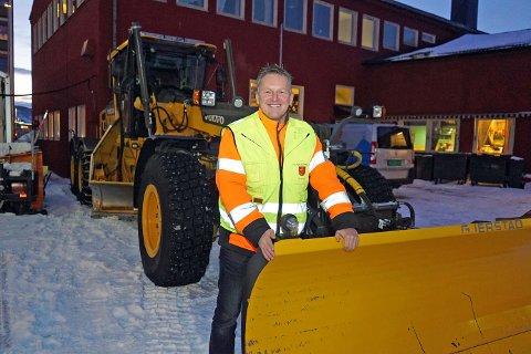KOSTER UANSETT: Vinterdrift er mer enn bare brøyting. Dermed går det penger selv om det nesten ikke har snødd i år. Her er enhetsleder for Veg og park i Narvik kommune, Trond Solberg.