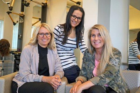Til sammen hvor mange års utdanning og praksis trengs for å ta svenneprøven som frisør? Her er frisørene Liss Normark, Xhezide Ademi og Elisabeth Pedersen ved Klippen frisør i Narvik.