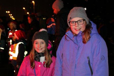 Celina N Wold og Oline Føre fikk forventningene innfridd. For de to venninnene sier at det ikke blir jul uten at de har vært med på julegrantenningen.