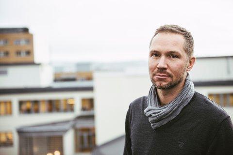"""Forfatteren Christopher Grøndahl er engasjert for å skrive manus til tv-serien """"Slaget om Narvik""""."""