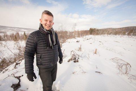 Harstad-investoren Ronald Walquist har sikret seg over 400 mål med næringsareal øst for flyplassen på Evenes. Han inviterer og ønsker næringslivet fra hele regionen til bli med på å utvikle området.