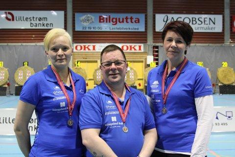 Laget som tok bronse i lagskyting klassen instinktiv. Fv. Veronica Mikalsen, Svein Nikolaisen og Anita Lien