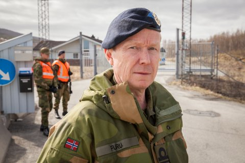 Kommandørkaptein Harald-Magne Furu har ansvaret for vakthold og sikring av Evenes flystasjon. Samtidig er han også sjef for flystasjonen fram til Luftforsvaret overtar.