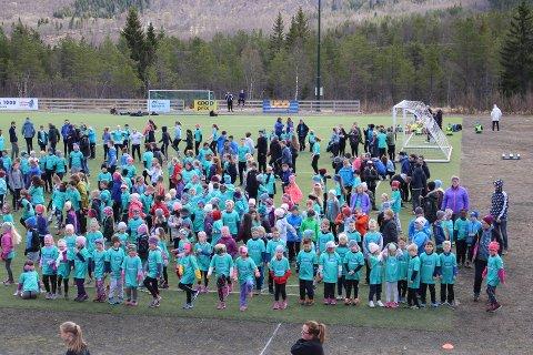 Rundt 325 unge løp i Ballangen torsdag.