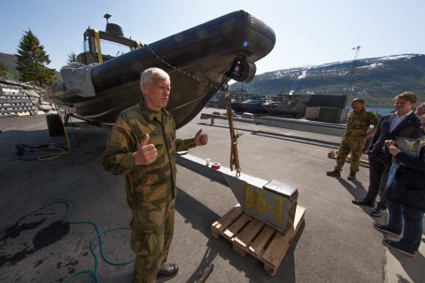 Sjefen for Marinejegerkommandoen, kommandørkaptein Petter Hellesen, mener Kystjegerkommandoen bør bli en del av Marinejegerkommandoen, og flytte fra Trondenes til Ramsund.