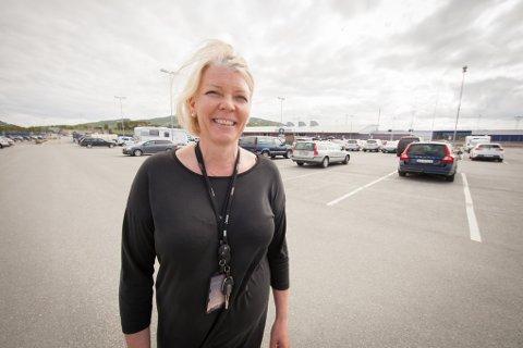Lufthavnsjef Anne Britt Bekken kan nå fortelle at Avinor har kommet ett skritt nærmere et flyplasshotell på Evenes.