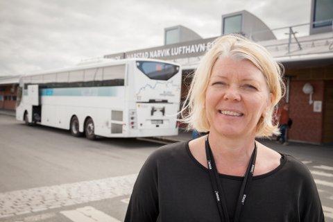 FORNØYD: Flyplassen på Evenes slår både Tromsø og Bodø på antall passasjerer i juli. Lufthavnsjef Anne Britt Bekken er fornøyd.