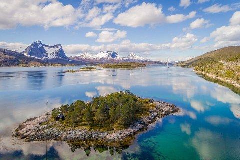 IDYLLISK: Beliggenhet er alfa og omega. Det kan man definitivt si om hytta på Mølnosholmen.