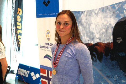 DYKTIG: Kathatrina Stiberg har lagt bak seg en imponerende svømmekarriere. Nå skal hun ta fatt på tannlegejobben. Her fra da hun tok NM-gull i 2015.