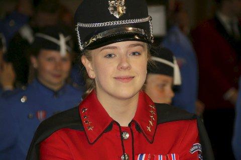Sjefen: Camilla Jakobsen er sjefen når Narvik skolekorps skal marsjere. Nå har hun fått stipend og skal ha praksisplass i USA. – Det blir spennende, intenst og utfordrende, sier hun. Foto: Monia Buyle