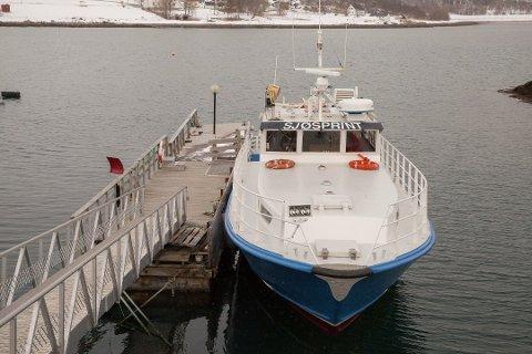 Hurtigbåten Sjøspring går mellom Kjeldebotn og Evenes.