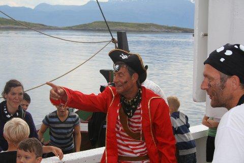 Trenger unge pirater: Kaptein Svartøye vil være tilstede under bryggetreffet på Liland til helga.