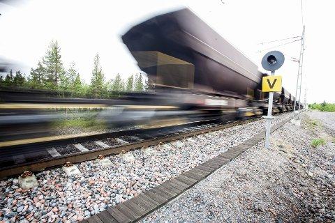 Øker og øker: LKAB planlegger for en fem prosents årlig vekst i sine volum. Rundt 2022, tilsier prognosene at kapasiteten på jernbanen mellom Narvik og Kiruna er fullt utnyttet. Det svenske Trafikverket mangler penger til å øke kapasiteten gjennom å bygge dobbeltspor. Det bekymrer det svenske malmselskapet.Foto: Ragnar Bøifot