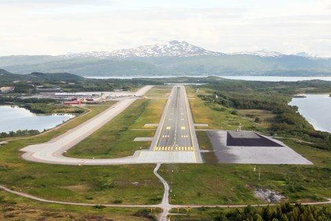Når det neste år skal monteres et nødbremsesystem for jagerfly på Evenes, vil den operative lengden på rullebanen på Evenes bli redusert fra vel 2.800 meter til 2.100 meter
