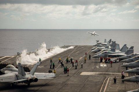 F18 Jagerfly fra hangaskipet «USS Harry S. Truman» er blant flyene som deltar under øvelsene Trident Juncture og Northern Screen. Den store militære flyaktiviteten kan også påvirke den sivile flytrafikken.