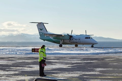 Arkivfoto av et av Widerøes fly som opererer på kortbanenettet.