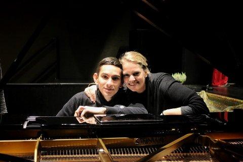 Unge stjerner: Pianisten Dmitry Shishkin fra Russland og den serbiske sopranen Sonja Saric er to av mange utøvere.