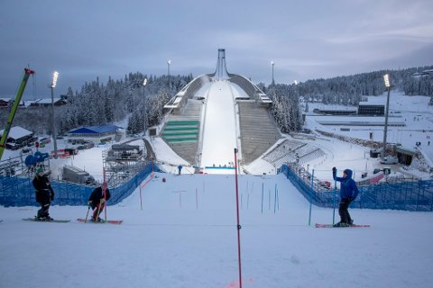 Første nyttårsdag skal det arrangeres verdenscuprenn i parallellslalåm i Holmenkollen. Består du dialektprøven som nordlending, får du billetten til halv pris.