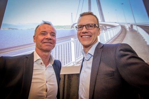 Roger Ingebrigtsen (til venstre) spår ti år med store endringe rpå grunn av Hålogalandsbrua. Erik Lahnstein mener flere har noe å lære av politikerne i narvik, som ofret flyplassen for brua.