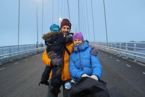 Gikk over Hålogalandsbrua: Idar Heimdal Espe, Jeanette Gundersen og barna, Ingvild (2) og Jørgen (4).