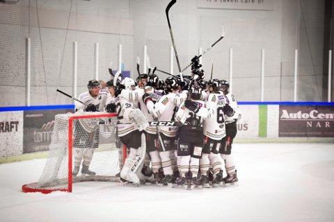 Ringerike kunne juble etter å ha vunnet 3-2 over Arctic Eagles lørdag og 5-1 søndag.