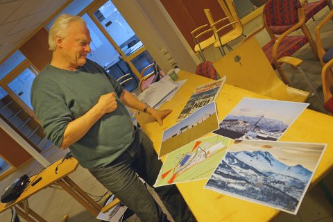 TVILSOM: Professor i landskapsarkitektur Ola Bettum ser tvilende på skissene av det nye forsamlingshuset som er ønsket oppført på Orneshaugen i Narvik.