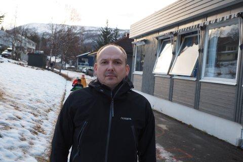 MÅTTE STENGE: Rektor på Beisfjord skole, Ørjan Halvorsen, hadde ikke noe annet valg enn å sende elevene hjem ettersom vann var blitt til is.