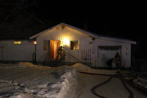 Det brenner i et bolighus i Beisfjord.