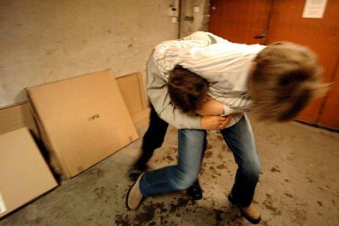 SLAGSMÅL: På Olsborg var 5-10 personer involvert i et slagsmål. Illustrasjonsfoto