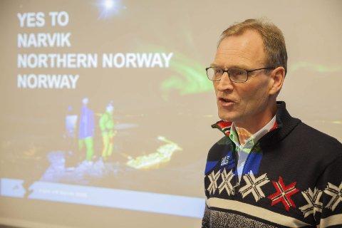 Kritikk: Generalsekretær i skiforbundet, Stein Opsal, fikk kritikk for sine roller i både forbundet og Hafjell Idrett AS/Kvitfjell Idrett AS. Bildet er tatt under overrekelsen av Narviks søknad.
