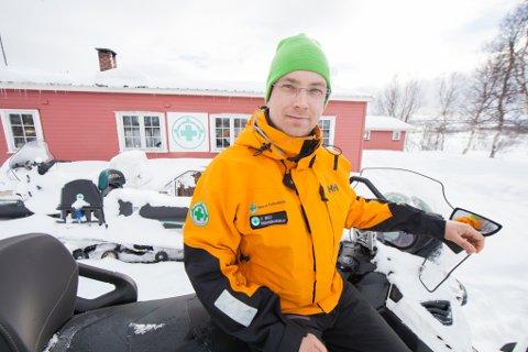 BEREDT: Christian Eklo er en av de som velvillig setter påskefreden litt på vent. Han er stasjonert i Norsk Folkehjelp Ofotens hytte på Herjangsfjellet i påsken.