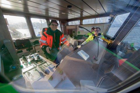Søren Balteskard er klar til å ta «GMV Zero» i prøvedrift. Foran til høyre Anders Breines og Sondre Breines fra GMV.