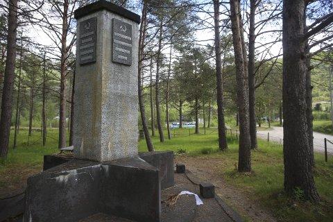 GENERALKONSUL VIL BIDRA: Den russiske generalkonsulen i Kirkenes har tilbudt seg å finne russiske, kompetente frivillige til å restaurere det sovjetiske minnesmerket i Beisfjord. Arkivfoto