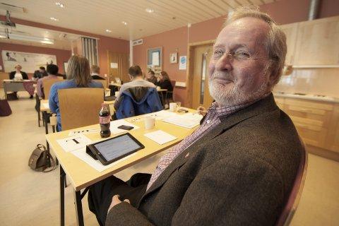 HÅPER PÅ ETL: Arne Martin Hauan forsvant ut av kommunestyret i Evenes etter siste valg. Nå håper han at venes Tverrpolitiske liste skal gjøre en god jobb - og refser Høyre-folkene som ikke vil samarbeide med lista.