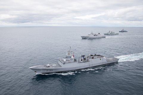 Fregatten KNM Roald Amundsen og allierte skip under under øvelsen Dynamic Mongoose 2017.