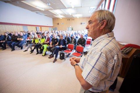 Olaf Dobloug i Forsvarsbygg informerte entreprenører fra hele Nord-Norge om planene for utbyggingen på Evenes.