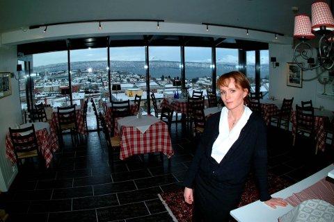 BEKYMRET: Sølvi Øngsnes, styremedlem i NHO Reiseliv og innehaver av Breidablikk Gjestehus i Narvik, mener manglen på leiebiler kan gi negative ringvirkninger. Foto: Arkivfoto