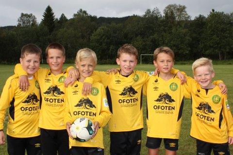 Fra venstre: Martin Buschman, Iben Løkås, Lucas Bakke, Elias Kilnes, Julian Eidstø og Emil Brattland.