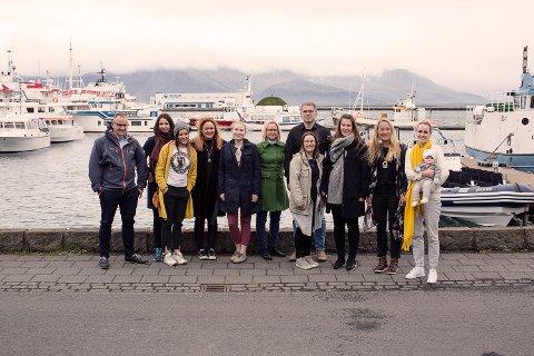 Prosjektleder Marit Vambheim (nr 2 fra venstre) ønsker flere søkere til bedriftsutviklingsprogrammet Dáhttu Gründer. Bildet er fra et tidligere Dáhttu-program, som hadde samling på Island
