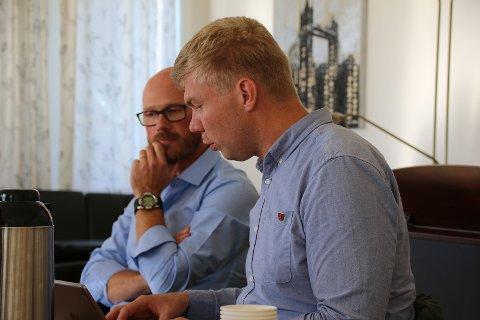 Utfordringer: Politisk representant i fellesrådet, Vegard Johan Jæger (SV) kirkeverge Øysten Paulsen må erkjenne at man sammen har store utfordringer i økonomien.