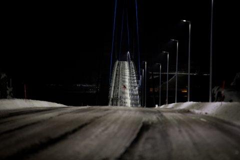 KUTT: Bompengeinnkrevingen på Hålogalandsbrua skal kuttes med 20 prosent. Nå skal Narvik kommune si sin mening om hvordan dette bør gjennomføres i praksis.