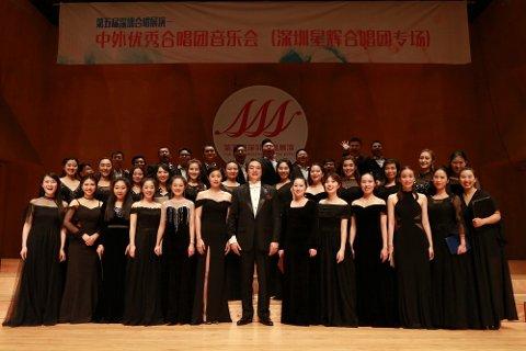 Feirer nyttår: Shenzhen Star Bright Choir under ledelse av Guanghuy Chen åpner sin Europa-turné i Narvik, og feirer inngangen til grisens år.